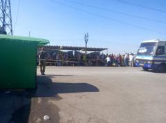 Циничный грабеж: как обирают людей во время перевозок у донбасских КПВВ
