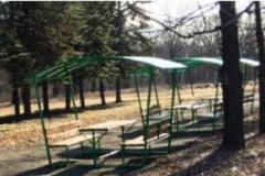 В Енакиево оккупационные «власти ДНР» собирают плату за сиденье в парковых беседках