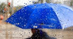 «Можно замерзнуть и намокнуть»: синоптик огорчила прогнозом погоды на выходные