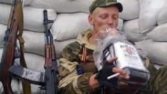 Пьяные боевики «ДНР» «поминают» Захарченко с автоматами