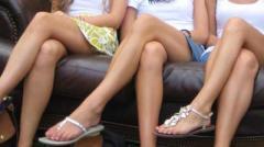 """Какие болезни могут появиться, если сидеть """"нога на ногу"""""""