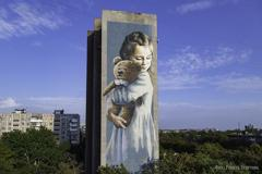 В Мариуполе появился мурал с героиней фотокниги «Донбасс и Мирные» (ФОТО)