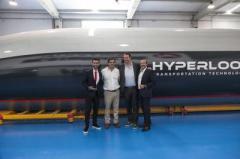 """В Испании презентовали первую """"настоящую"""" капсулу Hyperloop"""