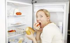 """Сквозь сон к холодильнику: чем опасен синдром """"ночного едока"""""""