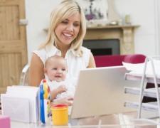 Женщин оставят без декрета: Кабмин решил «купить» матерей