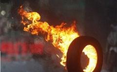 «Евробляхеры» заблокировали таможню, жгут шины: подробности и кадры бунта