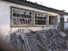 Боевики нещадно расстреляли дома мирных жителей Южного из оккупированной Горловки - кадры диких разрушений