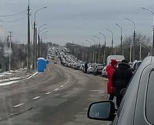 Из гетто на свободу: в сети показали огромную очередь на выезд с оккупированного Донбасса