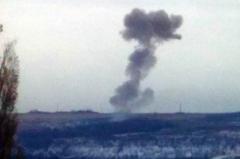 """Торез содрогнулся от мощного взрыва: над позициями оккупанта клубы дыма, террористы ищут """"украинскую ДРГ"""""""