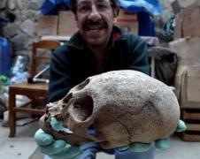 Археологи нашли могилу людей с аномальными черепами