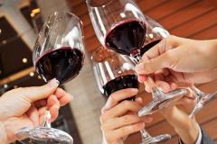 Медики рассказали, как часто можно пить алкоголь