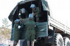 Боевиков «ДНР» уличили в погрузке ящиков с боеприпасами возле границы с РФ