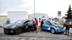 """BMW и Porsche презентовали """"мгновенную"""" зарядную станцию для электромобилей"""