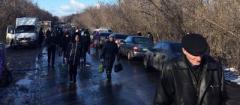 Твои права закончились в 14-м году: Жители ОРДЛО жалуются на поборы и очереди на КПП