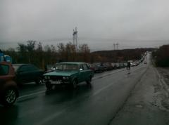 Ситуация на КПВВ: В очередях — сотни машин