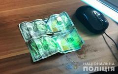 Пограничник пытался съесть 200 долларов