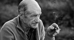 Украинцы предложили сделать льготные сигареты для пенсионеров