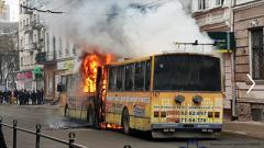 «Выгорел дотла»: в Тернополе во время движения вспыхнул троллейбус. ВИДЕО