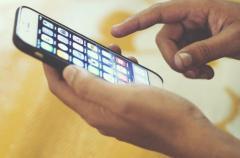 Ученые рассказали о связи между мобильными телефонами и недостатком сна у детей