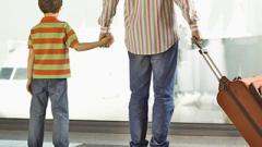 Кабмин ввел новые правила выезда детей за границу