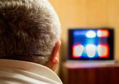Стало известно, как телевизор влияет на мозг пожилых людей