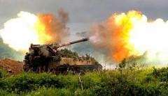 Идет мощный обстрел окраин Горловки: горят дома, много разрушений