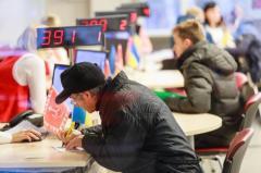За зарплаты в конвертах у украинцев будут отбирать субсидии