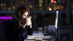 Врачи объяснили, чем грозит для женщин работа в ночную смену