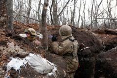 Держат фронт под снайперским огнем: яркое фото украинских бойцов под Желобком