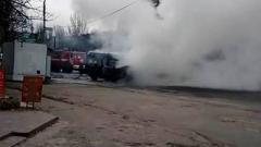 В Луганске загорелась маршрутка с пассажирами: пострадала женщина