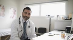 «Синдром белого халата»: стоит ли безоговорочно доверять врачам?