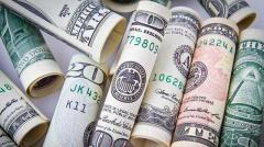В Украине нереально упал курс доллара: что будет дальше