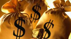 Украинцам в мае раздадут дополнительные деньги: кому повезет