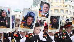 В Донецке на параде Победы пронесли десятки портретов убитого экс-главаря «ДНР» Захарченко