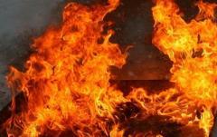 В Донецк взорвался и сгорел автомобиль «Мерседес»