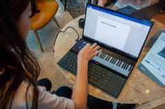 ASUS представила ноутбук с двумя экранами