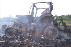 Под Попасной российская мина превратила в груду металла трактор, двое фермеров тяжело ранены