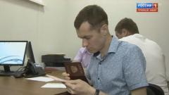 Паспорт гражданина РФ получил главный коммунист Горловки