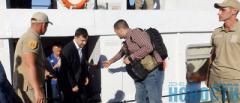 Местных журналистов не пустили: Как в Мариуполе Зеленскому показывали морские взрывы