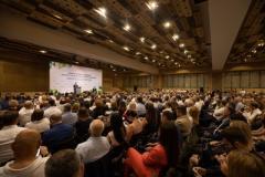 Владимир Зеленский призвал бизнес инвестировать в восстановление Донбасса