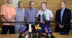 Четверо украинских военнопленных вернулись домой