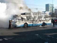 В Донецке во время движения загорелся троллейбус
