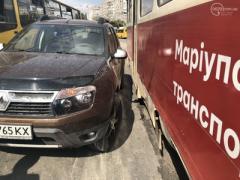 В Мариуполе иномарка столкнулась с трамваем