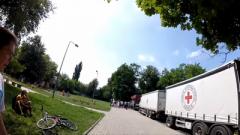Донецкий блогер показал содержимое гуманитарных наборов от Красного Креста. ВИДЕО