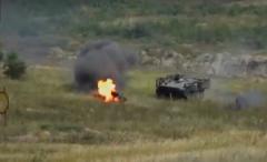 """Разведчики ВСУ разгромили """"противника"""" на Донбассе: мощные взрывы и горящие танки попали на видео"""