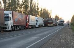 Через пункт пропуска «Успенка» выезжают грузовики с неизвестными грузами