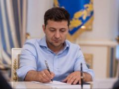 Зеленский выполнил свое первое обещание: президент официально подписал исторический указ