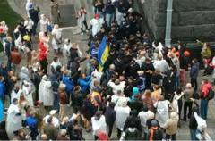 Драка под офисом Зеленского: люди пришли и требуют