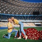 Зинченко сделал предложение своей девушке на футбольном поле