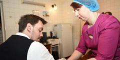 Гончарук сделал прививку от дифтерии и призвал следовать его примеру